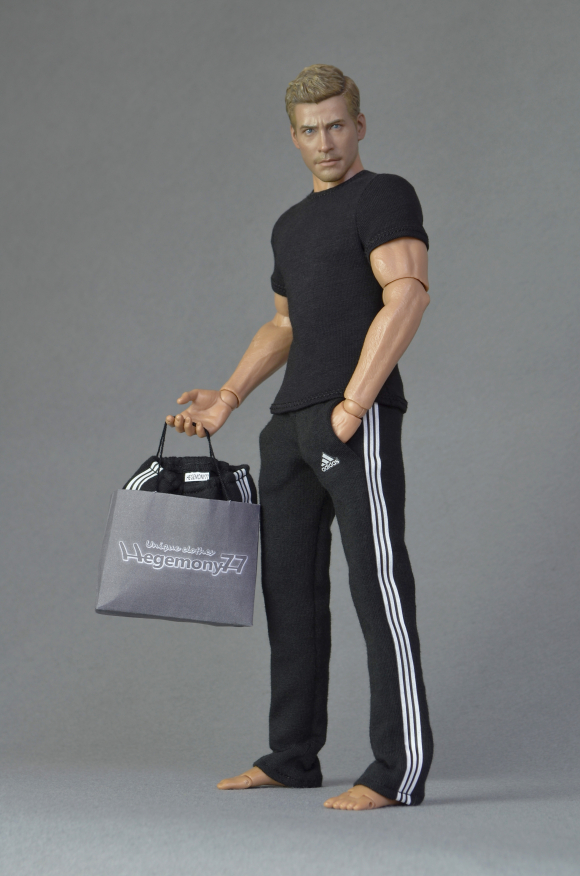 1 6th scale black sweatpants tracksuit jogging bottoms and T shirt on Hot Toys TTM 19 action figure.JPG