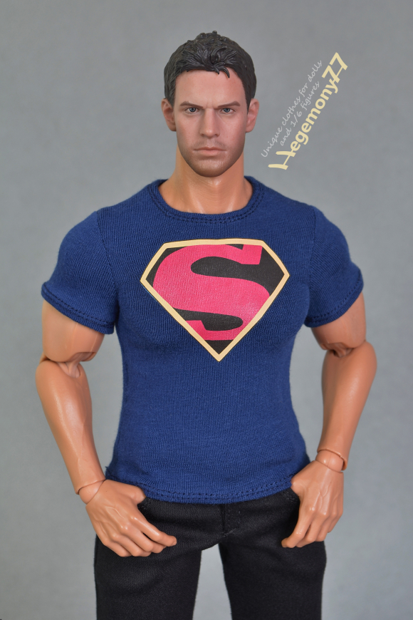 1 6 scale XXL Superman comics inspired dark blue T shirt on Hot Toys TTM 20 collectible action figure body 23.JPG