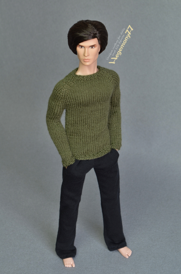 Fashion Royalty male doll in 1 6 scale green hand knit sweater and black sweatpants.JPG